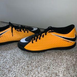Nike Shoes - brand new nike shoes